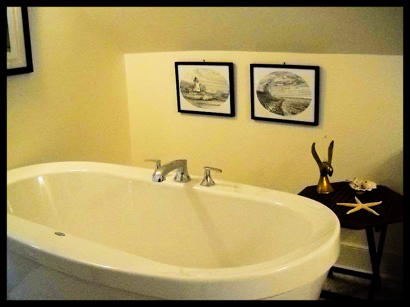 Soaker Tub (Bathroom)